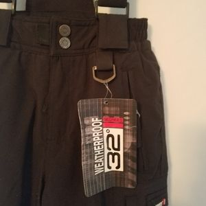 NWT 32° Black Snow Pants with suspenders